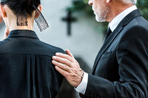 「お疲れの出ませんように」の意味用法を解説!葬儀以外で使っちゃいけないって本当?